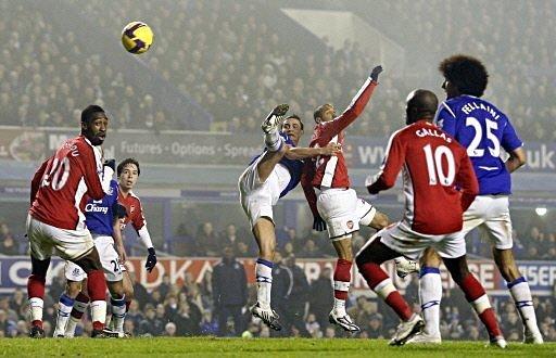 Donovan may start as strikerless Everton aim to spring a surprise at in form Arsenal